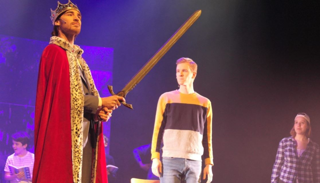 CORONA wint de strijd om Camelot