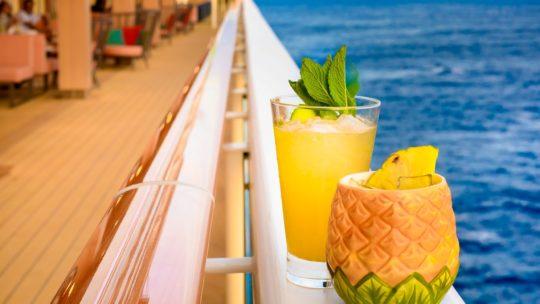 De 4 beste cocktails om thuis weg te dromen van tropische vakantiebestemmingen
