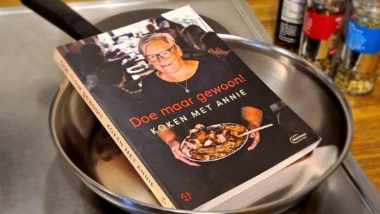 Annie uit 'Gert Late Night' brengt eigen kookboek met haar favoriete gerechten uit