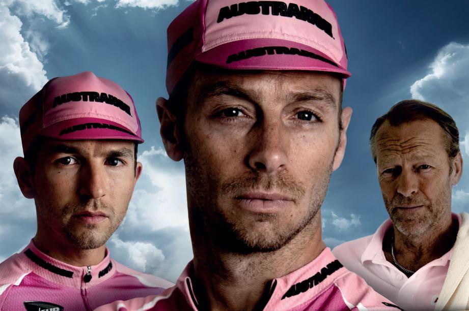 Louis Talpe en Matteo Simoni trekken hun wieleroutfit aan in The Racer