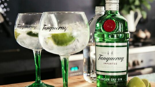 Zo serveer je de perfecte Tanqueray and Tonic