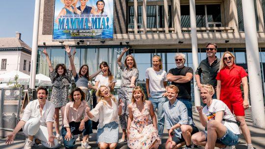 De cast van MAMMA MIA! is klaar voor een Griekse zomer aan de Schelde