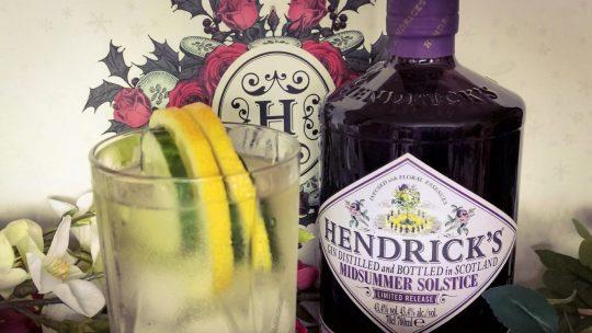 Hendrick's Midsummer Solstice, een bloem van een gin