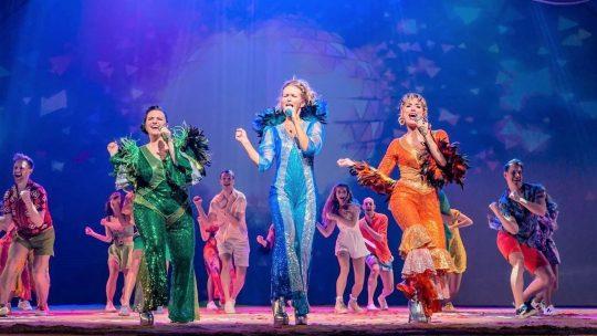 Musical 'MAMMA MIA!' zorgt voor Griekse vakantiesfeer in Antwerpen